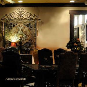 Table decor, wall decor, wall color