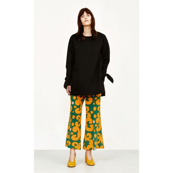 A pair of flat front trousers in the Pieni Keidas print made of a triacetate-poly blend. They have a wide, slightly flared cut leg to an above-ankle hem. It secures with a hidden front clasp and zip closure; side slit pockets with diagonal slits.