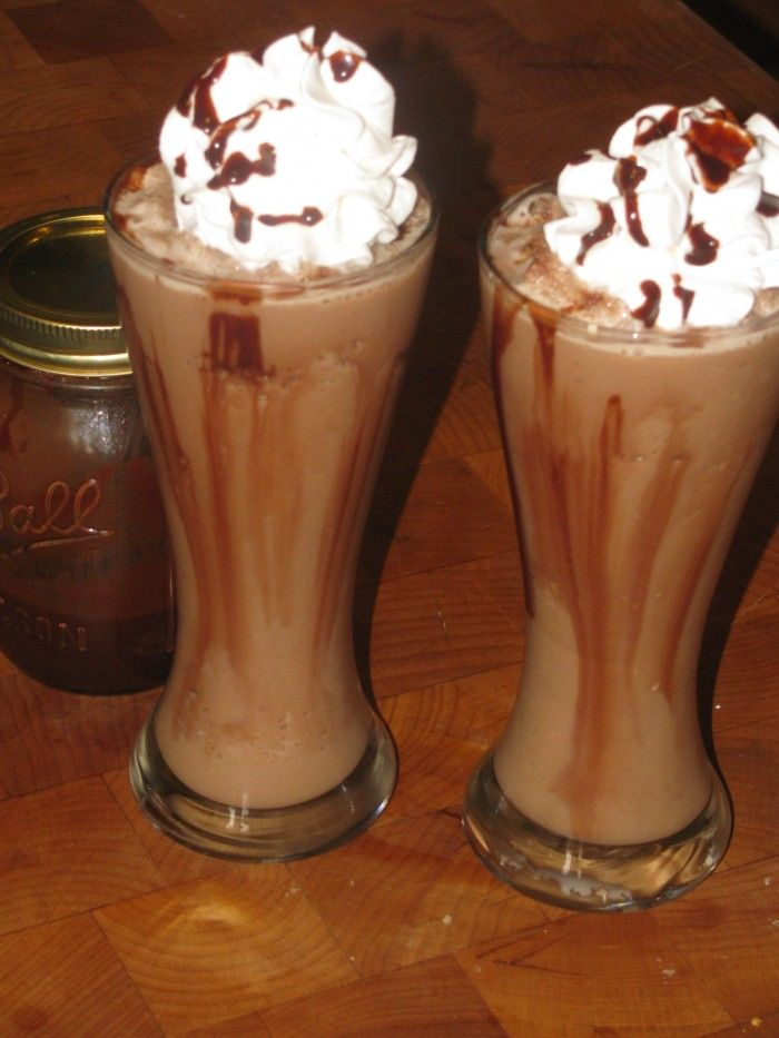 SKINNY Blended Mocha Cappuccino Recipe - This Blended Mocha Cappuccino is delicious and easy, and only 122 calories!