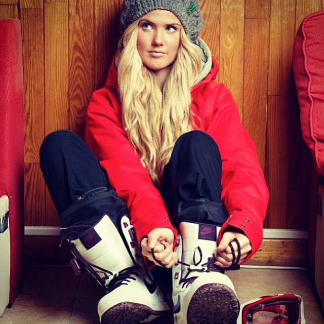 Nike snowboarding boots with a cable knit slouchy beanie! If you like my pins, please follow me and subscribe to my fashion channel on youtube! It's free! Let me help u find all the things that u love from Pinterest! https://www.youtube.com/channel/UCCP8TXebOqQ_n_ouQfAfuXw