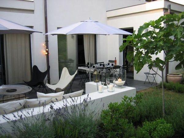 modern garden: White Gardens, Modern Gardens, Stucco Wall,  Terraces, Butterflies Chairs, Gardens Wall, Black White, Outdoor Spaces, Modern Patio