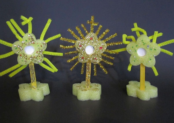 Craft for Catholic Kids – Make a Monstrance! Perfect for June 10 Feast of Corpus Christi