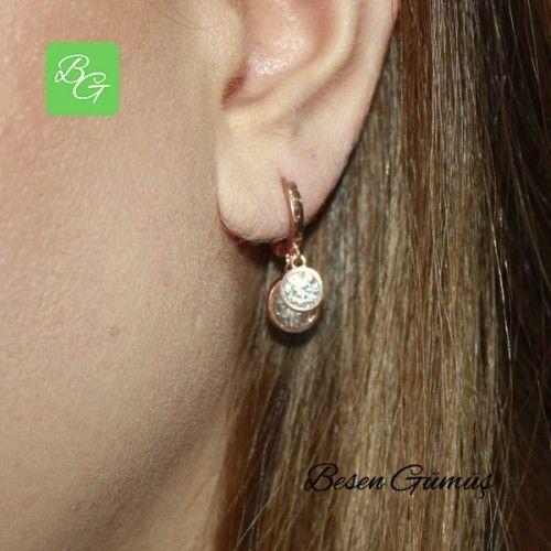 İki Taşlı Sallantılı Küpe  Fiyat : 75.00 TL  SİPARİŞ için www.besengumus.com www.besensilver.com  İLETİŞİM için Whatsapp : 0 544 641 89 77 Mağaza     : 0 262 331 01 70  Maden         : 925 Ayar Gümüş Taş               : Zirkon Kaplama      : Rose  Besen Gümüş  #besen #gümüş #takı #aksesuar #ikitaşlı #sallantılıküpe #hediye #kadınküpe #gümüşküpe #izmit #kocaeli #istanbul #izmitçarşı #çeşme #ankara #bursa #izmir #onlinealışveriş #alışveriş