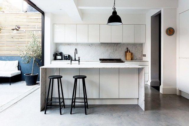 Inside+a+London+Home+Full+of+Contrasts+via+@domainehome