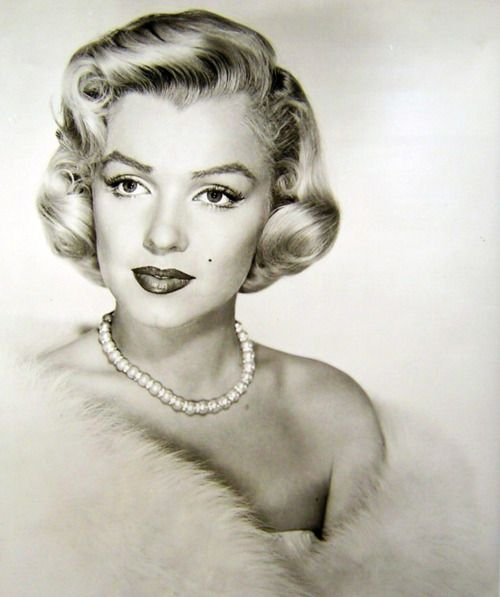 Image result for marilyn monroe pearls