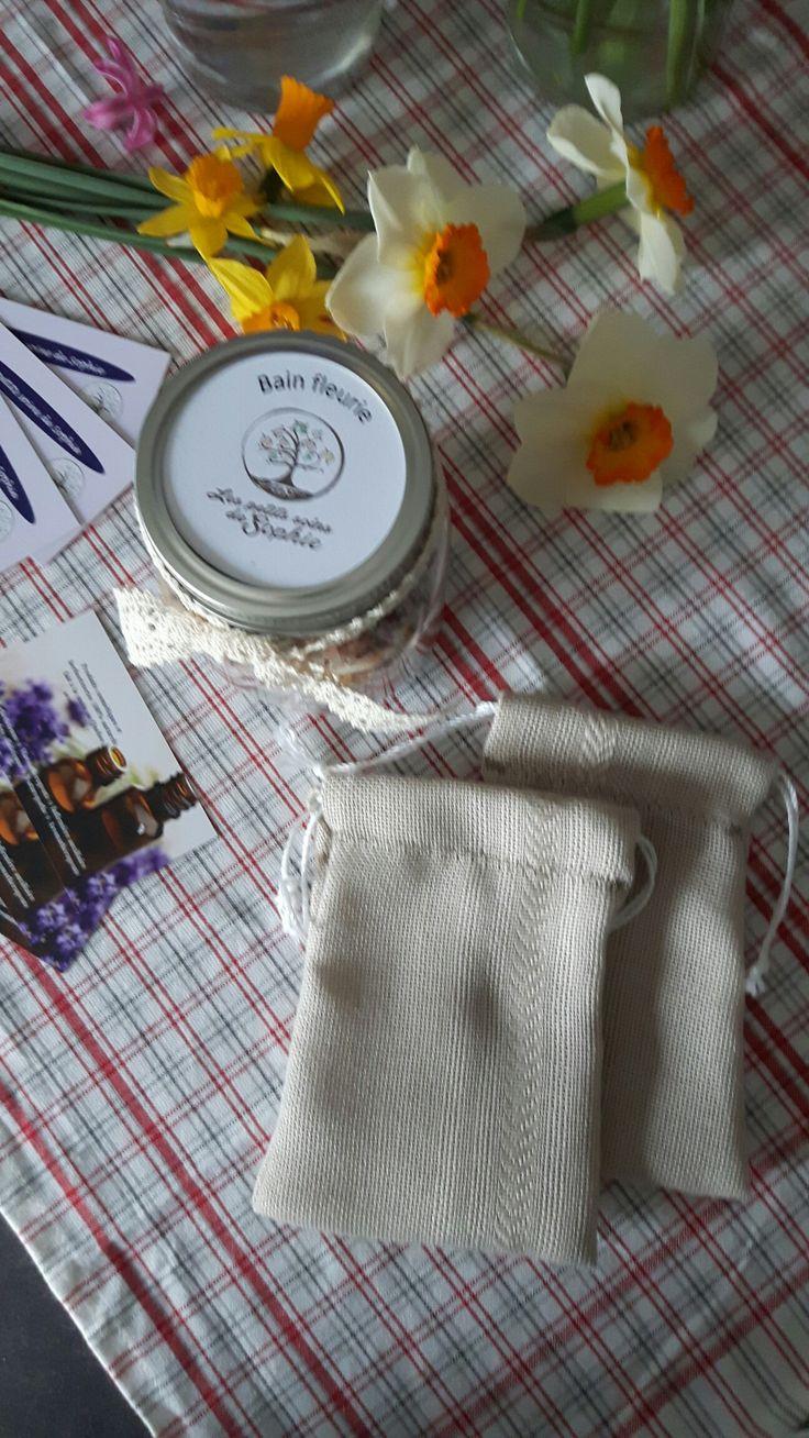 Le bain fleuri contenant 5 fleurs lavande, calendule, rose, hibiscus et camomille ainsi que 3 sels pour une bonne détente  Vous avez aussi nos pochettes à bain réutilisable  Www.lespetitssoinsdesophie.ca