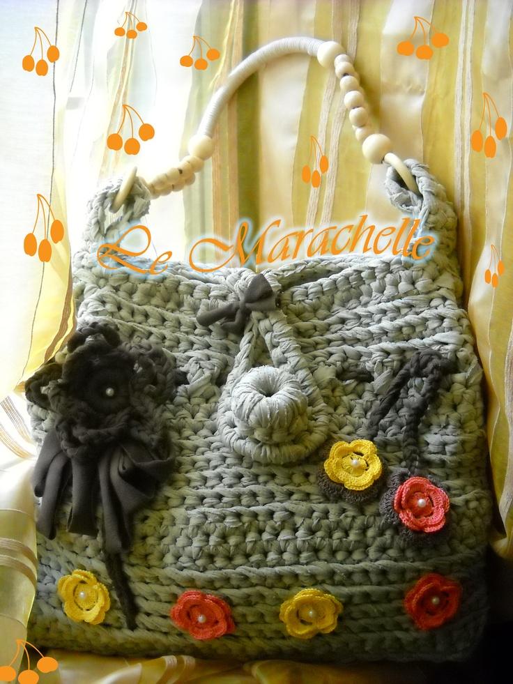 """https://www.facebook.com/LeMarachelle Borsa """" Perla"""" lavorata con la fettuccia .... i fiori in cotone."""