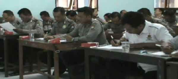 Puluhan Anggota Polisi Terancam Tak Pegang Senjata Api