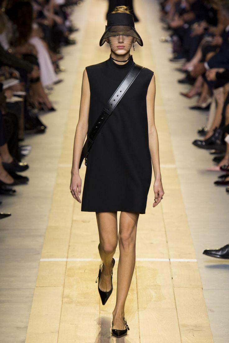 ВЕСНА-ЛЕТО 2017 / READY-TO-WEAR / НЕДЕЛЯ МОДЫ: ПАРИЖ  Christian Dior