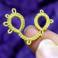 A detailed exploration of how, when and why to reverse work and turn work when tatting a project.