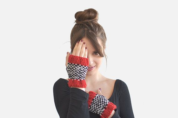 Fair Isle hand warmers / Hand Knitted by Plexida on Etsy, €14.00