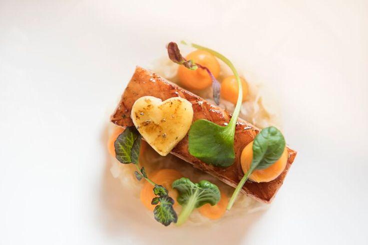 Een heerlijk winters gerecht met zuurkool, buikspek, zoete aardappel en Appelaere. Ben jij benieuwd naar dit recept met #appelaere #zuurkool #aardappel en #buikspek? Bekijk snel het receptenboekje op onze website!