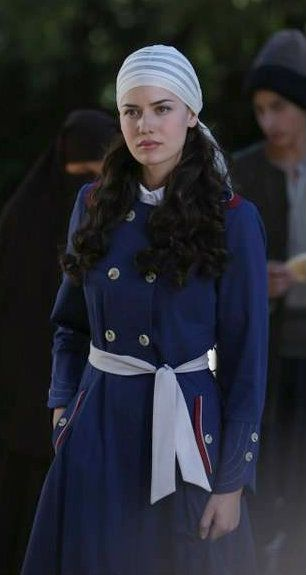 "Fahriye Evcen in ""Çalıkuşu"" TV Series 2013/2014"