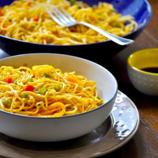 Vegetable Lo Mein noodles! Bye bye to takeout! A healthy delicious quick to fix Lo Mein at your fingertips.