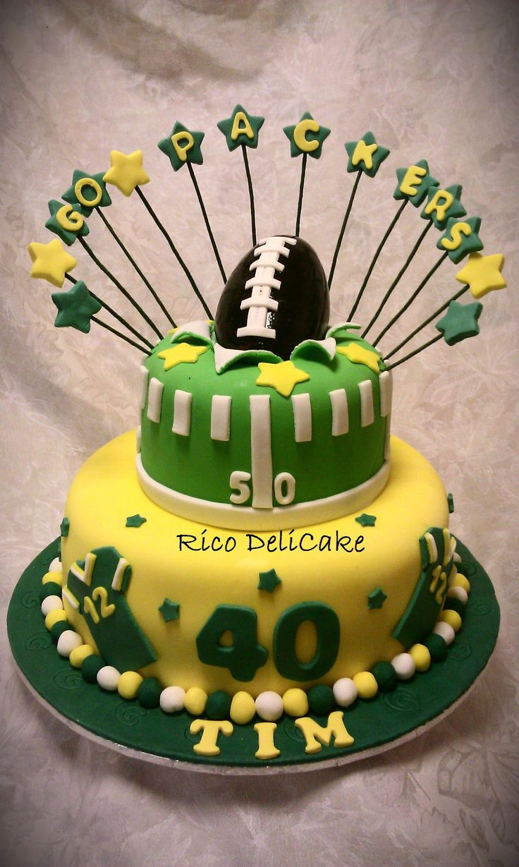 Green Bay Packers Cake.... This is just EPIC! I wish I knew how to make cakes like that!
