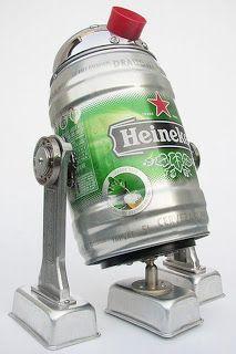 Robots hechos con materiales reciclados de cocina