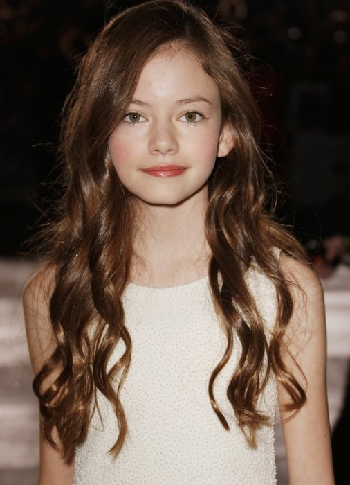 Mackenzie Foy (Renesmee Cullen) besides my nieces.....hands down one of the prettiest little girls ever and I love her style!!