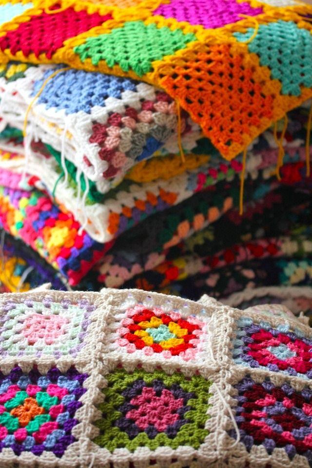 Granny Crochet: 20 Project Ideas and Free Patterns - Craftfoxes, #haken, gratis patroon (Engels), diverse projecten met granny squares (20x), haakpatroon