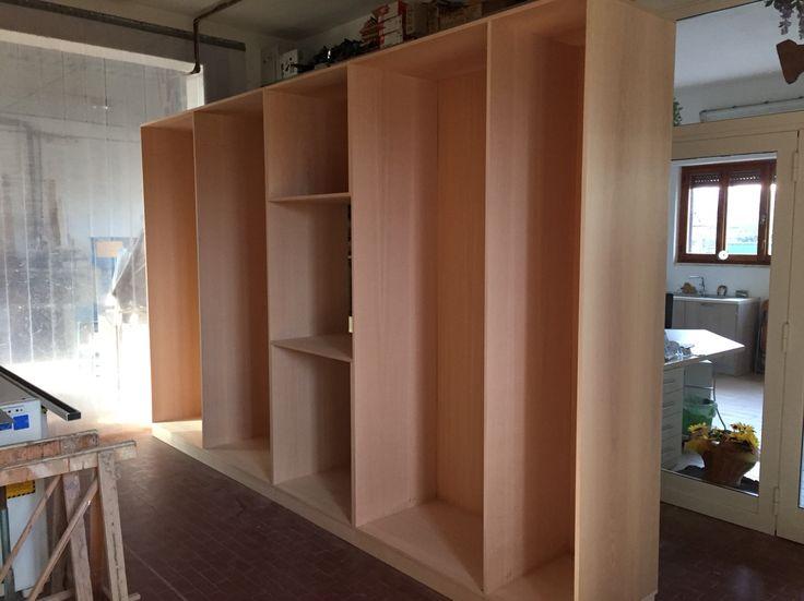 Armadio in costruzione, ci apprestiamo a fare i piani interni ed i cassetti