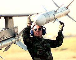 """El AIM-120 AMRAAM (siglas en inglés de Advanced Medium-Range Air-to-Air Missile, pronunciado 'aam-ram') es un misil aire-aire moderno de medio-largo alcance, """"más allá del alcance visual"""", con capacidad operativa todo tiempo. También es conocido como Slammer (en español: 'Golpeador') en servicio con la Fuerza Aérea de los Estados Unidos. Cuando es lanzado un misil AMRAAM, los pilotos de la OTAN usan el código Fox Three."""