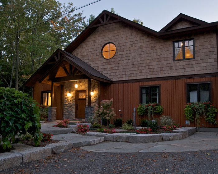 17 best chalet style homes images on pinterest chalet for Cedar shake house plans