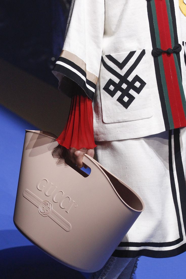 See detail photos for Gucci Spring 2018 Ready-to-Wear  collection.