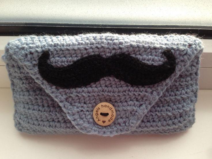 Gehaakt etuitje/tasje met snor. #crochet muchtage