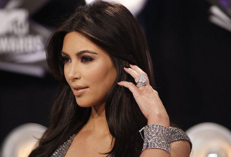 Anel de noivado de Kim Kardashian avaliado em 8 milhões de dólares (Créditos: Divulgação)