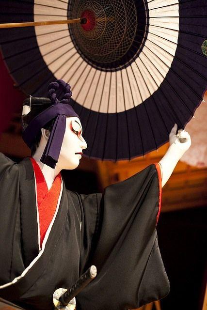 beifongkendo:  Scene from the kabuki play 'Sukeroku', Kyoto (photo by Icanus Japan).