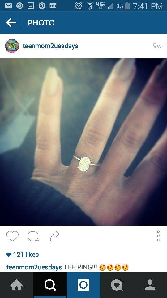 Chelsea Houska's ring. Love it. Oval, plain band, beautiful