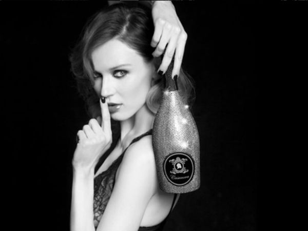 Casanova,+a+prosecco+brand,+collaborated+with+Swarovski+to+bring+out,+what+is+deemed,+the+world's+most+expensive+prosecco.+Find+out+what+makes+this+bottle+so+special!