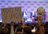 Estudiantes repudian visita de EPN a la Ibero. Foto: Germán Canseco #YoSoy132 #Mexico #elecciones2012