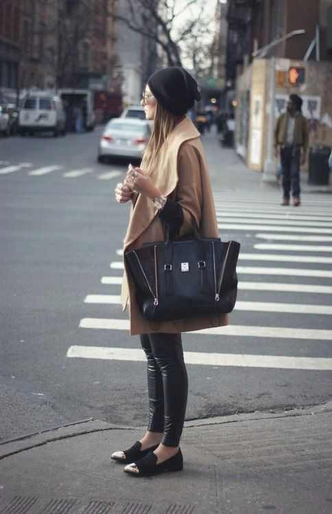 i love this look. her coat, her bag, everything.