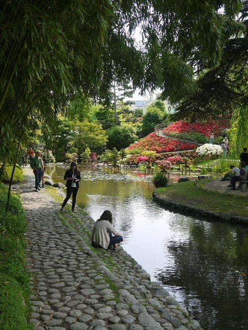 Tämä vihreä keidas on Pariisin länsipuolella Boulogne-Billancourt kaupunginosassa sijaitsevat Jardins Albert Kahn  -puutarhat. Puistojen su...