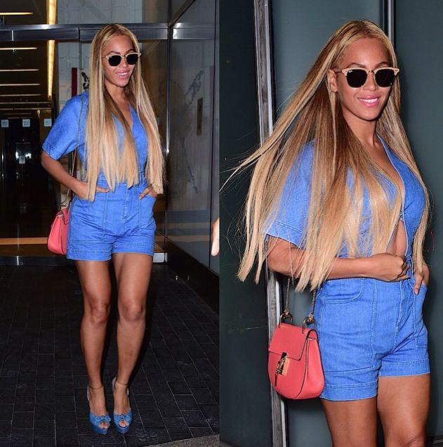 Beyoncé ha carattere da vendere e un guizzo per la moda. Si vede. Qui sceglie un solo colore per outfit e scarpe ma spezza il ritmo con la borsa tracolla in colore corallo. Perfetti trucco e capelli, mai eccessivi.  -cosmopolitan.it