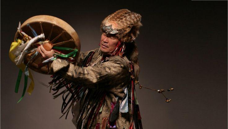 Хороший пример того, как трансформируется шаманизм, — это разработанная система верований индейцев майя, включенная их шаманами, а позднее жрецами в свои ритуалы. Предшественниками майя были охотни…