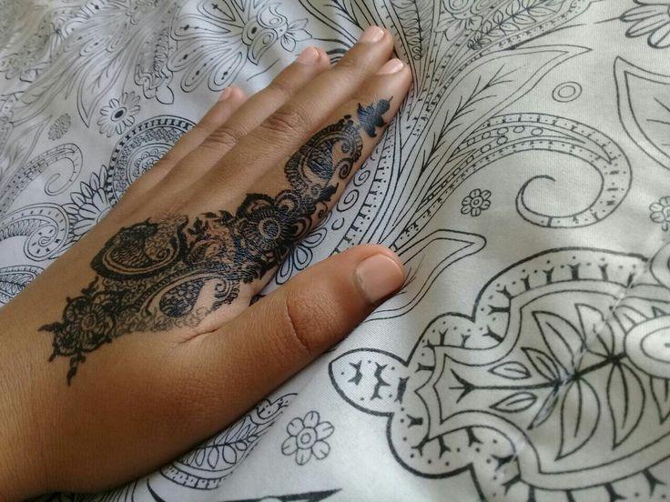 Free hand henna design    By Derenisha Naidoo