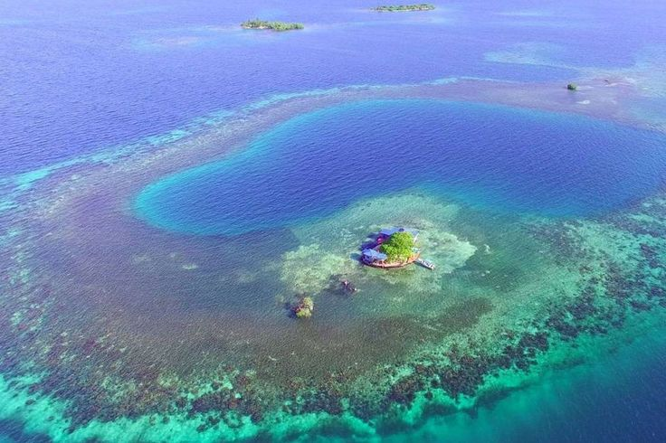 Ile à Stann Creek Dist, Belize. Stay in a private island in a beautiful atoll, with great swimming, snorkeling or exploring - with all the comforts. Price includes tax and transportation to and from island. Bird Island, just 20 minutes away from the village of Placencia, Belize...