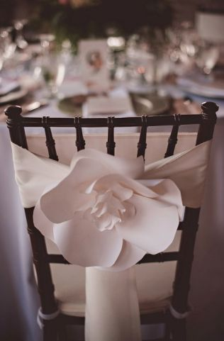 Paper flowers and chiavari chair always classy ♡ paper flowers by www.paperandpeony.com