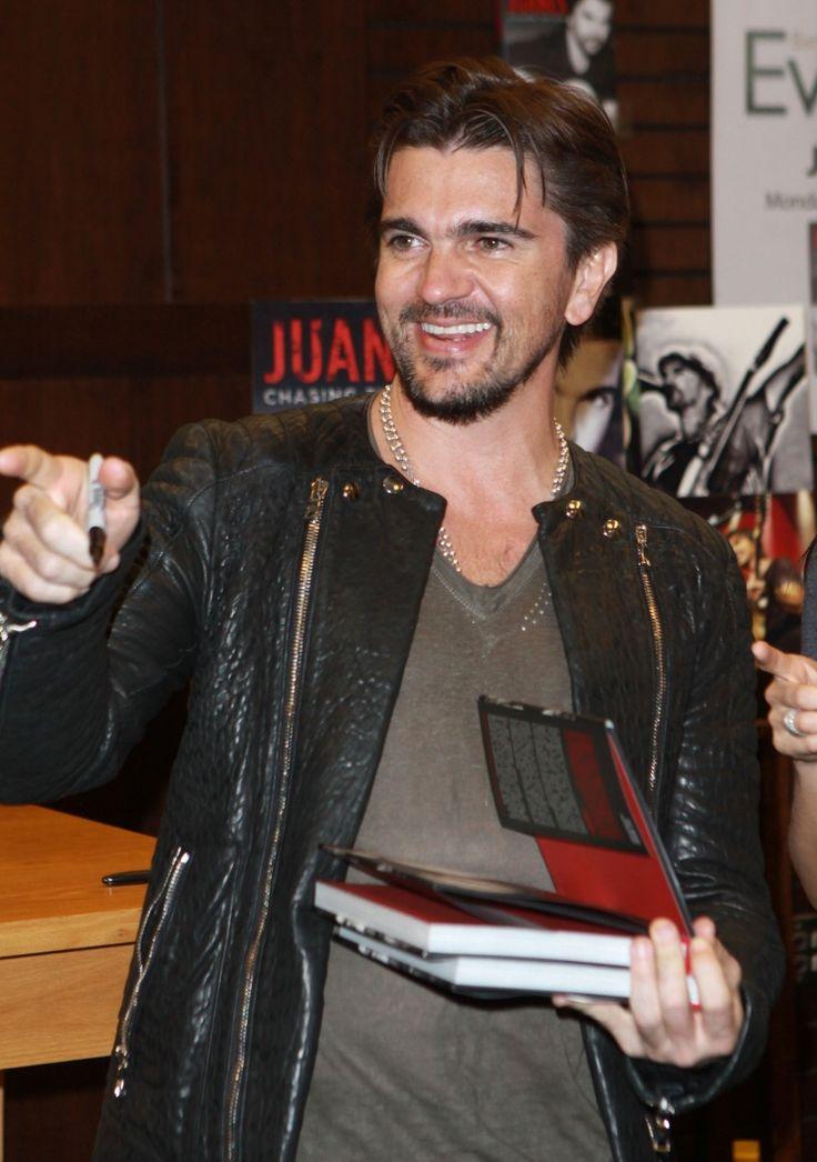 Juanes | GRAMMY.com: Latino Artists, Favorite Artists, Film Music, Persiguiendo, Juan Signs, Colombianos Hermosos, Music Book, Nuestra Musica, Sun