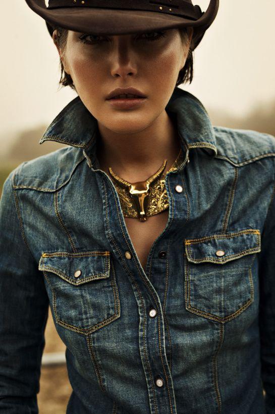 """Vogue Paris """"Vent d'ouest"""" (fev 2012) ~ Catherine McNeil portant une chemise en jean, photographiée Claudia & Stefan"""