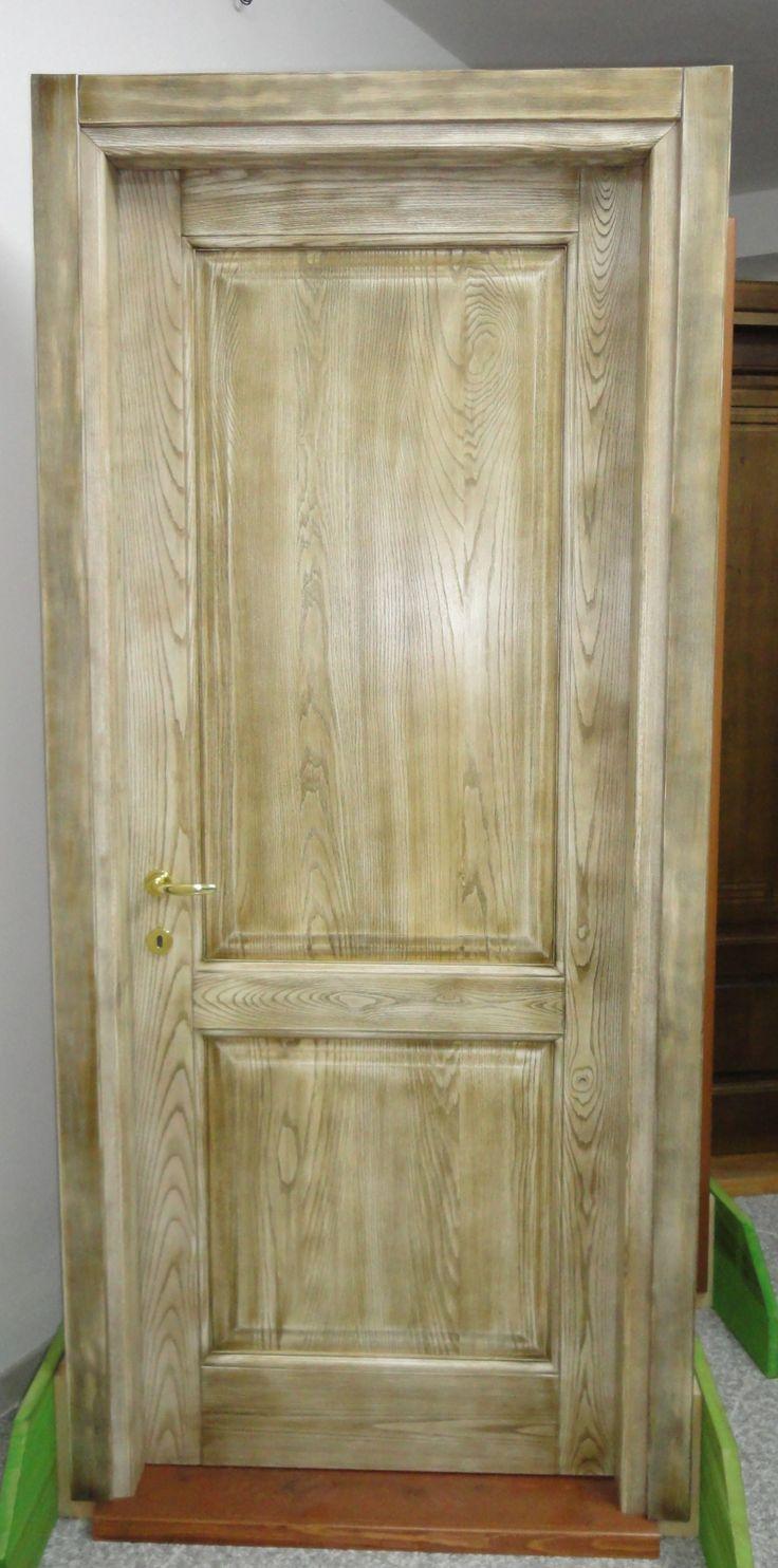 Porta in legno massello di frassino a due pannelli ...