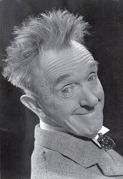 Stan LAUREL and Oliver Hardys's dance routines to Madness tunes - epic