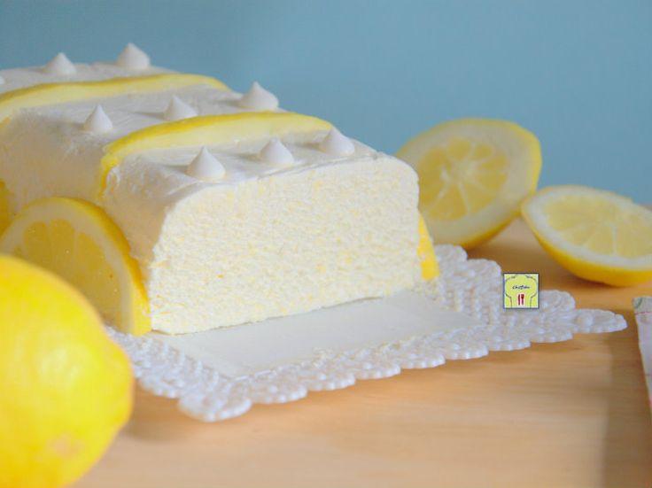 Semifreddo al limone dessert al cucchiaio delizioso con crema di limone e panna: connubio irresistibile e ricetta facile
