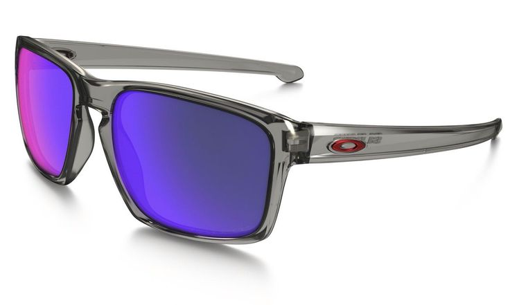 New #Oakley #Sliver Polarised Sunglasses added to our Oakley Collection. Come down to our Sunglass Studio and select from upto 1000 sunglasses.