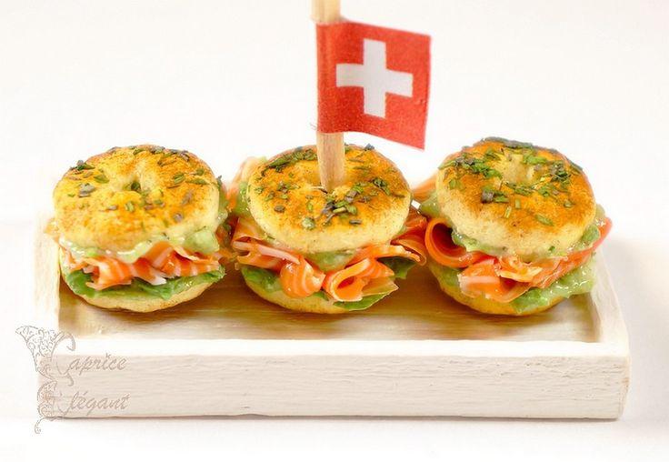 Miniature food Bagel Saumon en pâte polymère par Tania Villard Hirsig