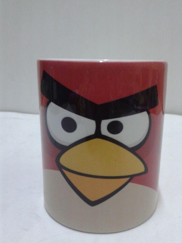Divierte a los invitados con mugs de los Angry Bird.