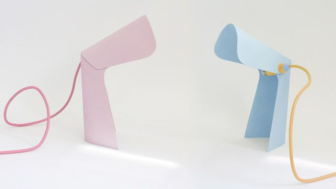 Tafellamp in pastel Looks like bent metal or plastic