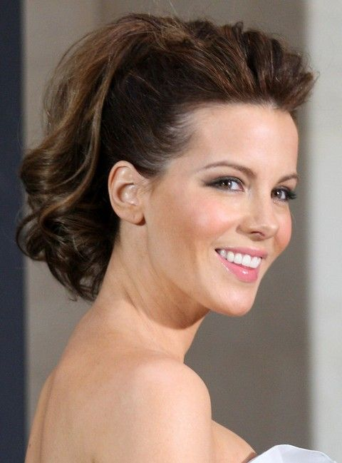 Many people thought Kate Beckinsale was lucky as she got the great chance to act as the leading lady in the war film Pearl Harbor. She is also lucky to be born with a beautiful face. With her oval face shape, she looks flattering with any almost any hairstyles. In this post, you will see …