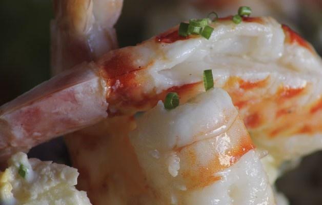 Amanida de patates, tonyina i llagostins Ensalada de patatas, atún y langostinos